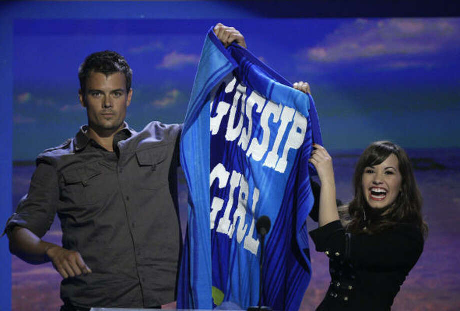 Actor Josh Duhamel, left, and singer Demi Lovato announce Gossip Girl as the winner of the Choice TV Drama award at the Teen Choice Awards on Aug. 3 at the Gibson Amphitheater in Los Angeles. Photo: Chris Carlson, AP