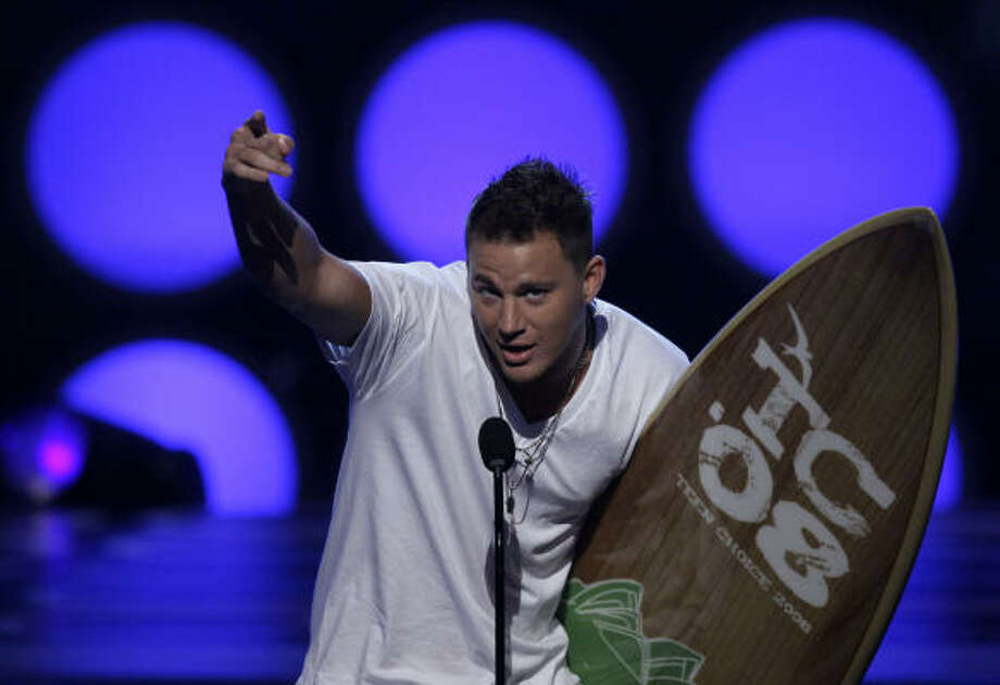 Channing Tatum accepts the Teen Choice movie actor in a drama award for the film Stop Loss. Photo: Chris Carlson, AP
