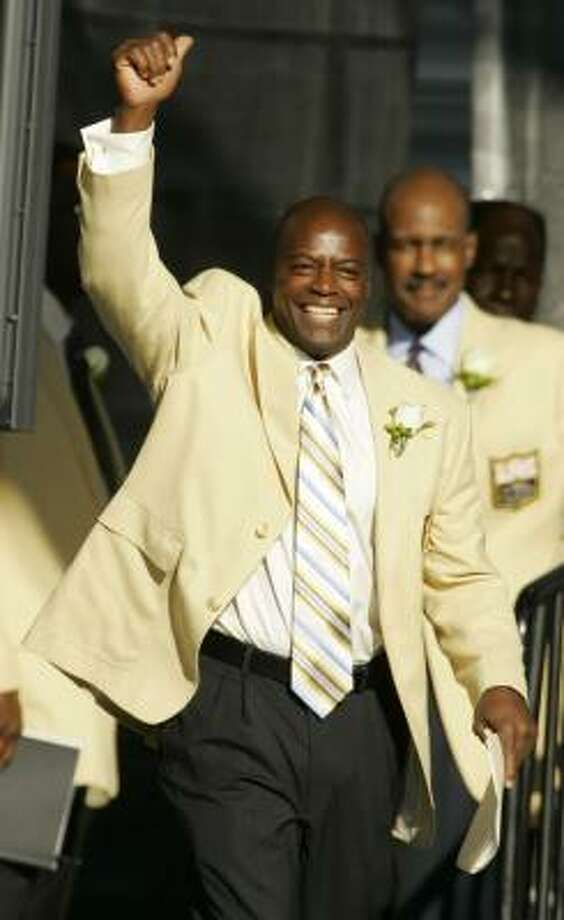 Darrell Green acknowledges fans as he is introduced at the Pro Football Hall of Fame on Saturday in Canton, Ohio. Photo: Mark Duncan, AP