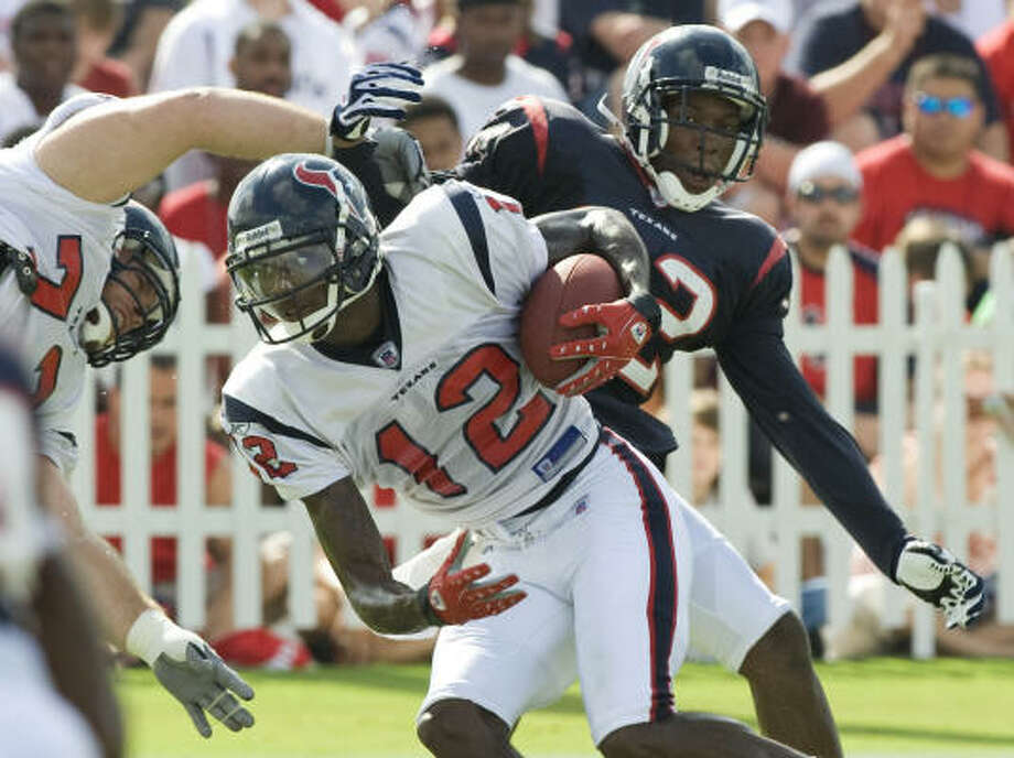 Aug. 2:Texans receiver Jacoby Jones (12) runs the ball after making a catch in front of cornerback Fred Bennett (32) and right tackle Eric Winston (73). Photo: Brett Coomer, Chronicle