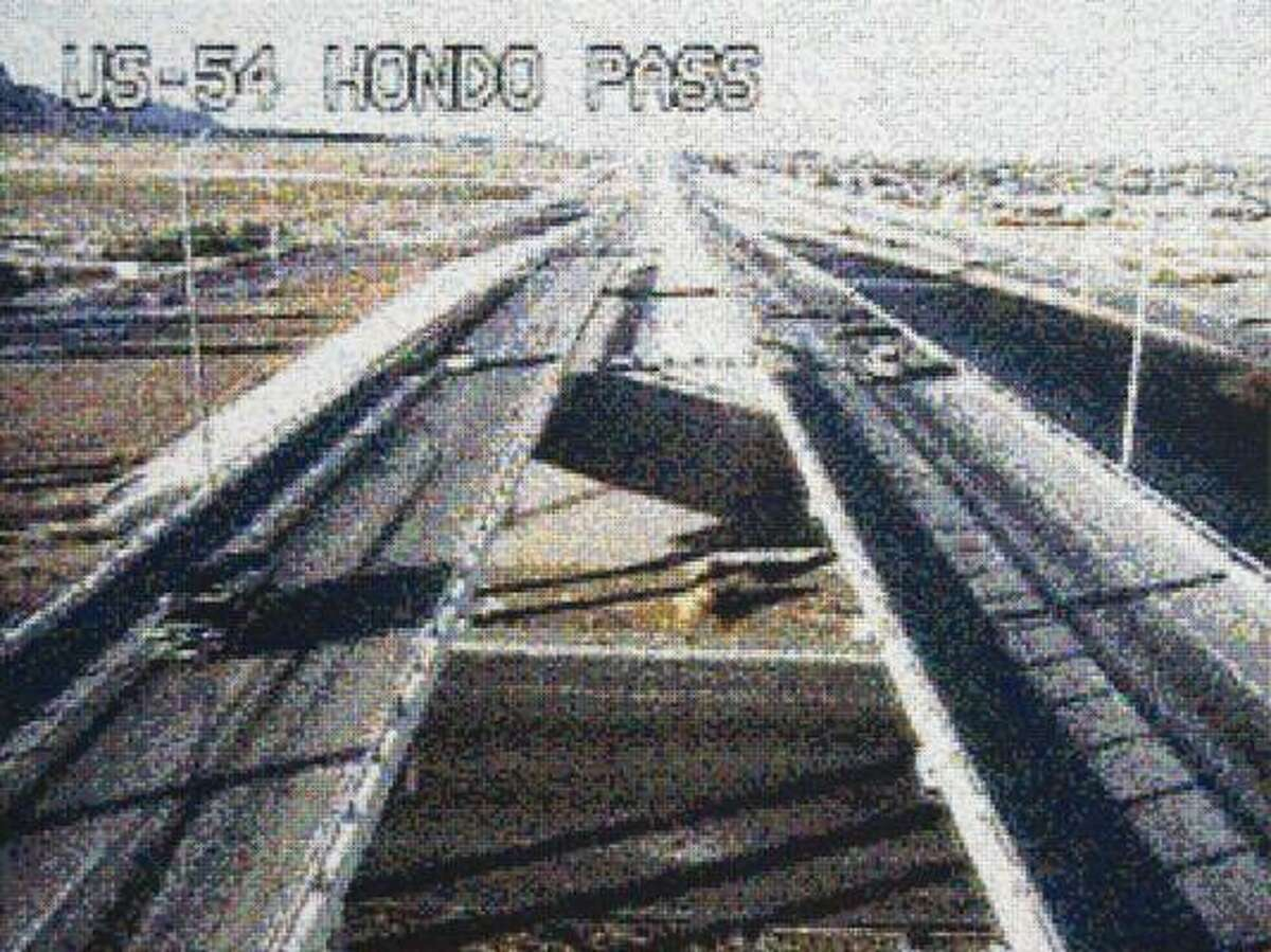 William Betts, US-54 and Hondo Pass, El Paso, Texas, November 15, 2006, 17:12, 2008