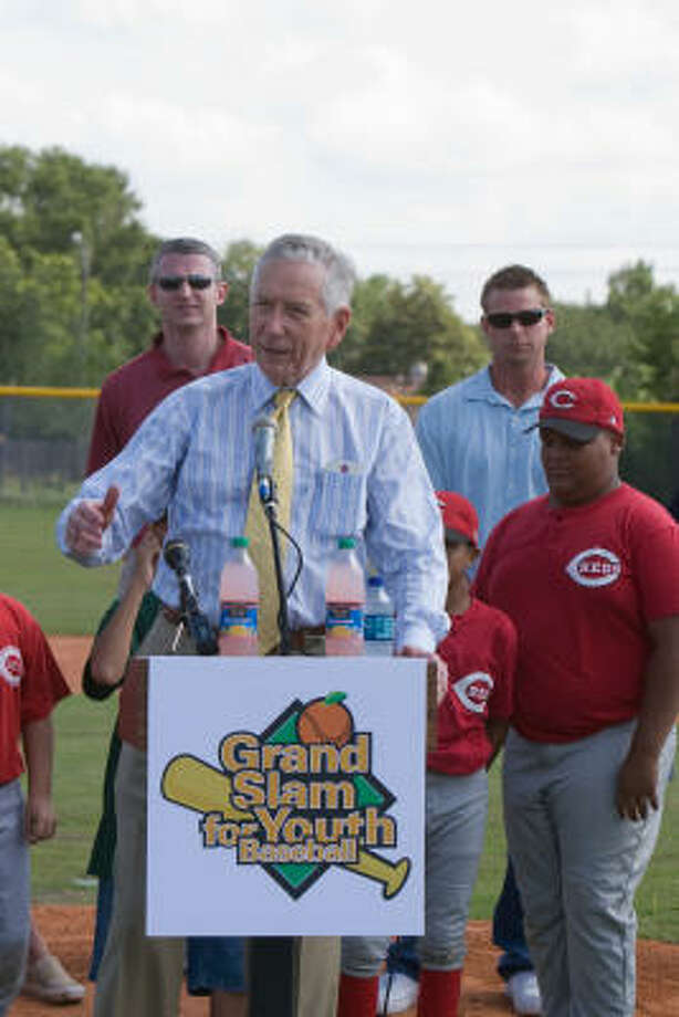 """RENOVATED FIELD:Astros owner Drayton McLane explains the Astros' involvement at the ribbon cutting and """"first game"""" for the newly refurbished L. S. Stiles Field at the Alief Youth Association Park. Behind him are Astros announcer Brett Dolan, Astros pitcher Brandon Backe and Reds pitcher James Wilson, 10. Photo: R. Clayton McKee, For The Chronicle"""