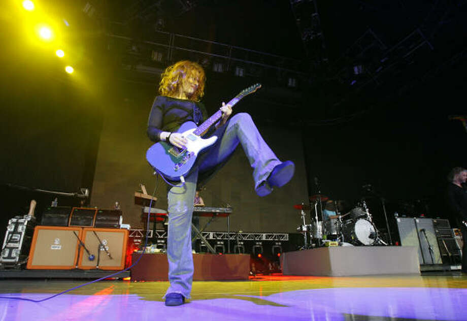 Nancy Wilson plays during the Journey/Heart/Cheap Trick concert at The Woodlands Pavilion. Photo: Karen Warren, Chronicle