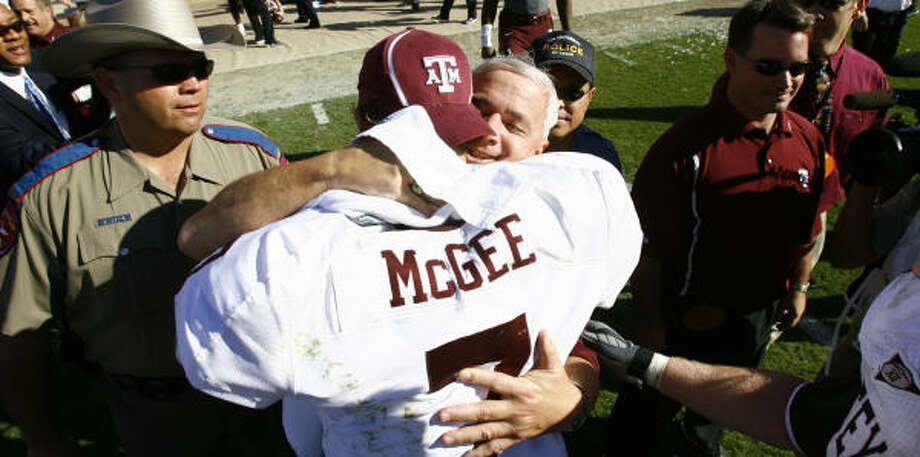 Dennis Franchione and Stephen McGee have formed a potent coach-quarterback tandem for the Ags. Photo: Nick De La Torre, HOUSTON CHRONICLE