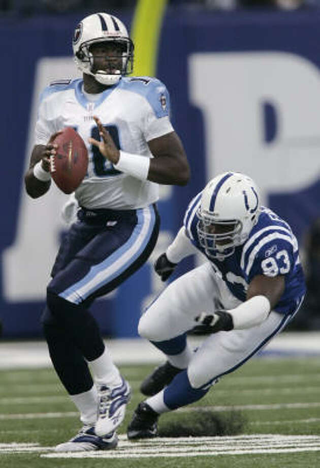 Titans quarterback Vince Young, left, looks to pass while being pursued by Indianapolis' Dwight Freeney. Photo: AJ MAST, AP