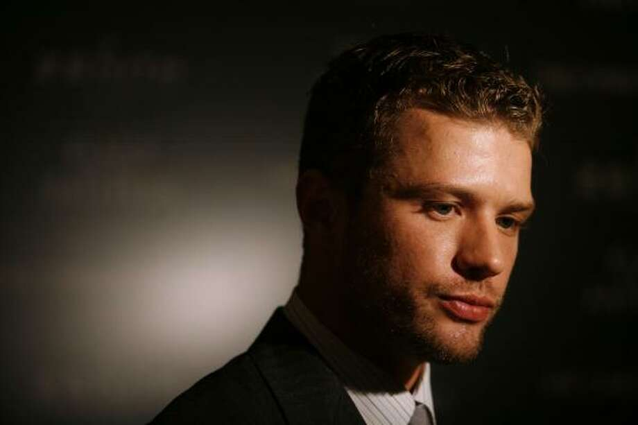 Actor Ryan Phillippe arrives at the premiere of 'Flags of Our Fathers' in New York October 16, 2006. REUTERS/Eric Thayer (UNITED STATES) Photo: ERIC THAYER, REUTERS