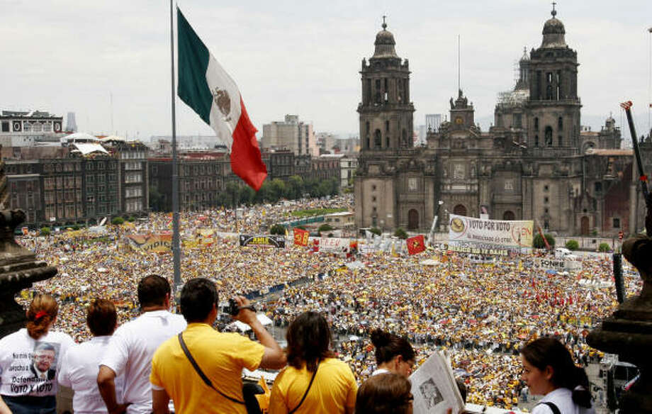 Hundreds of thousands marched in Mexico City on Sunday to demand a recount of votes in a protest organized by presidential candidate Andres Manuel Lopez Obrador. Photo: MARCO UGARTE, AP