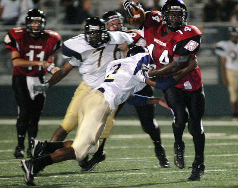 Clear Brook's Endel Castillo scrambles to get past Nimitz's Devin Chew in action Sept. 8. Photo: Kim Christensen, For The Chronicle