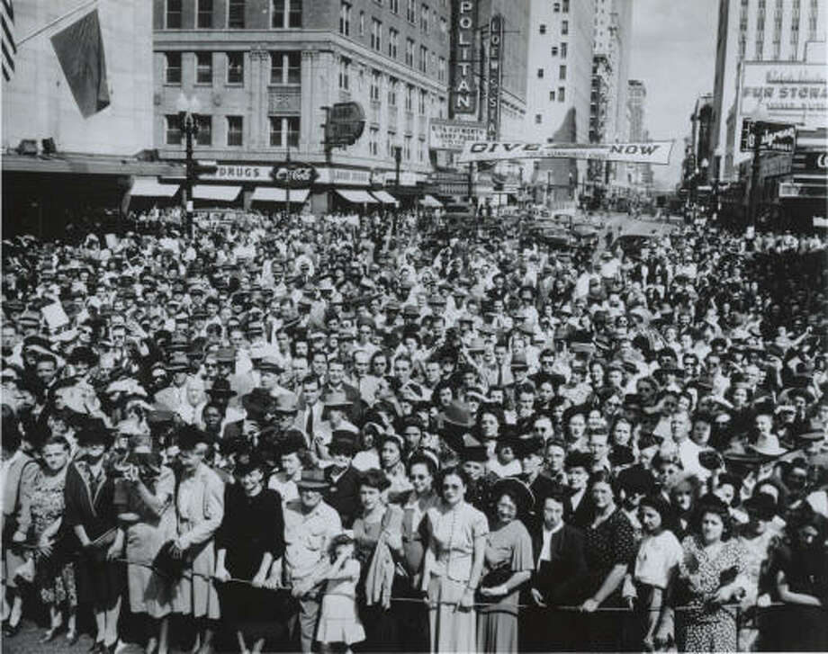 Crowds filled downtown on Oct. 20, 1947, to experience the opening of the new Foley's store, which boasted air conditioning and an elaborate conveyor belt system to move merchandise around the store. Photo: Chronicle File