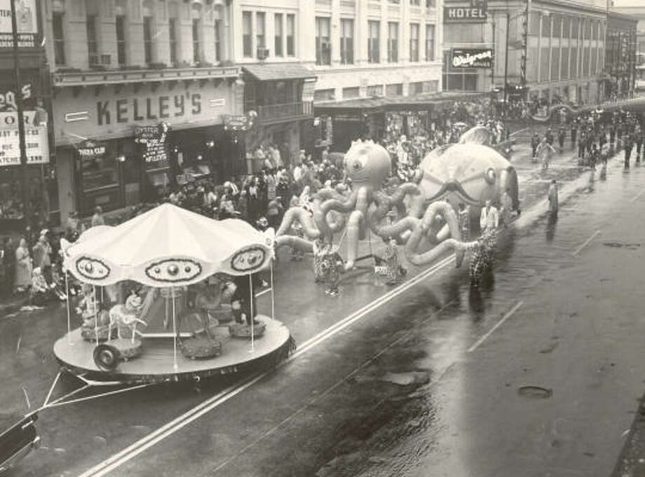 The Foley's Thanksgiving Day parade makes its way through downtown in 1958. The department store sponsored the parade for 44 years. Photo: CHRONICLE File