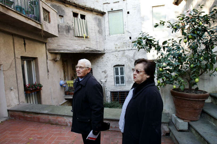 Rosa Moscato, right, and her husband, Sergio Di Veroli, pause near the home from which they were evicted in 1998. Photo: PLINIO LEPRI, AP