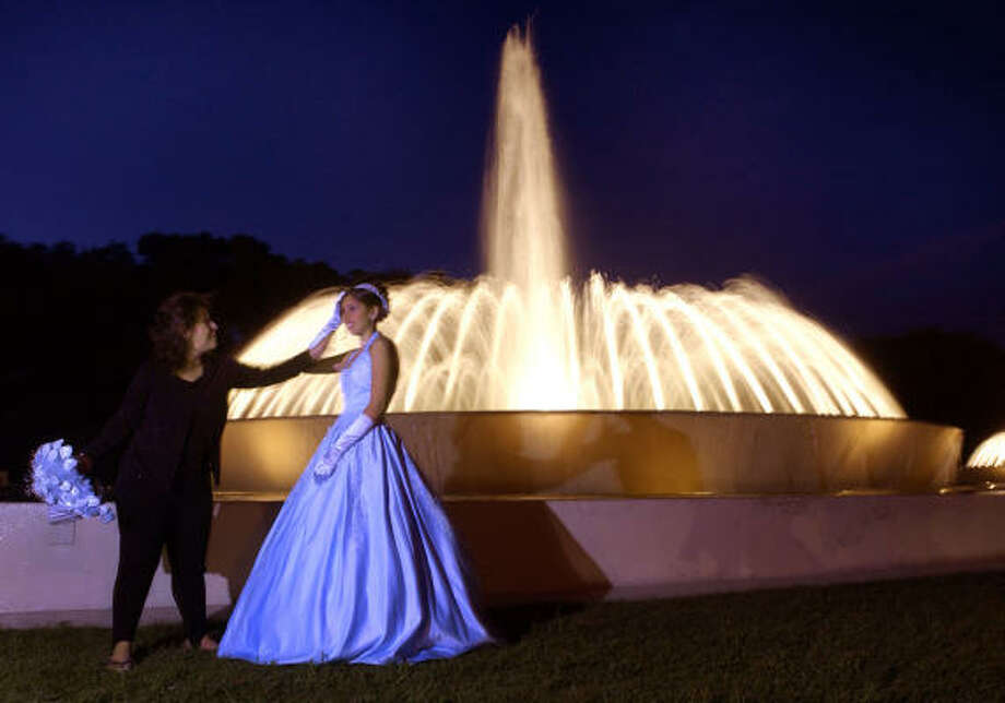 Distraction: Mecom FountainWhere: Museum DistrictWhy: It doesn't matter the weather or the time of the day, there will always be someone taking their wedding or quinceañera photos there. Actually, maybe they're not the problem. Maybe it's the drivers who still don't know how a roundabout works. Photo: BRETT COOMER, HOUSTON CHRONICLE
