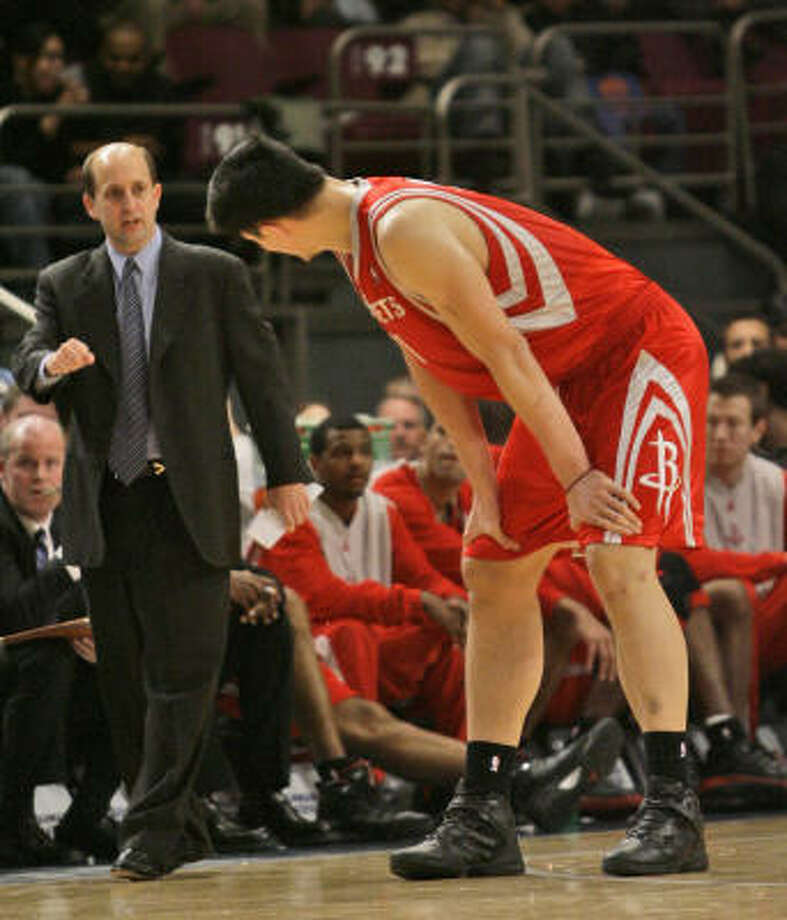 Yao Ming checks in with his coach. The center finished with 26 points and went 14-for-16 on free throws. Photo: MARY ALTAFFER, AP