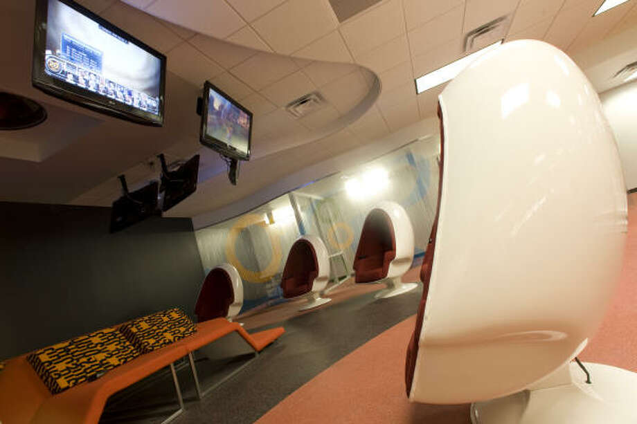 The teen section of the Houston Public Library's Central Library features a lounge with flat-screen TVs and pod chairs with built-in speakers. Photo: Nick De La Torre, Chronicle