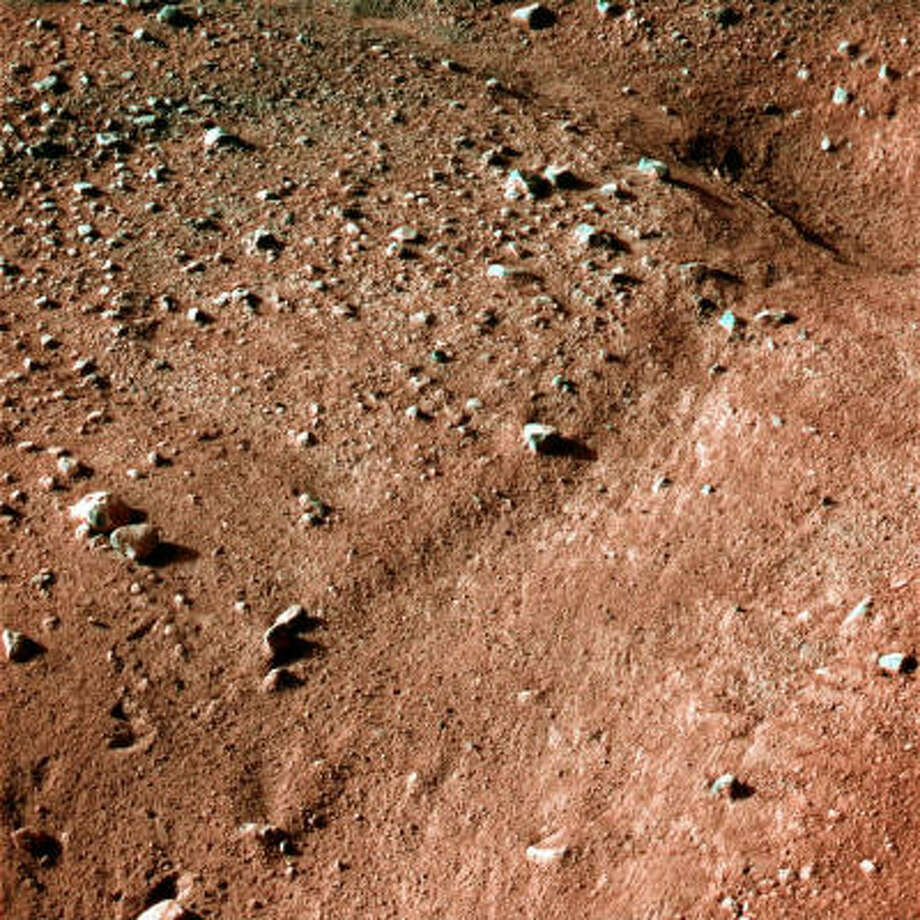 NASA released this picture May 26, showing a polygonal pattern in the ground near Phoenix Mars Lander. Photo: NASA
