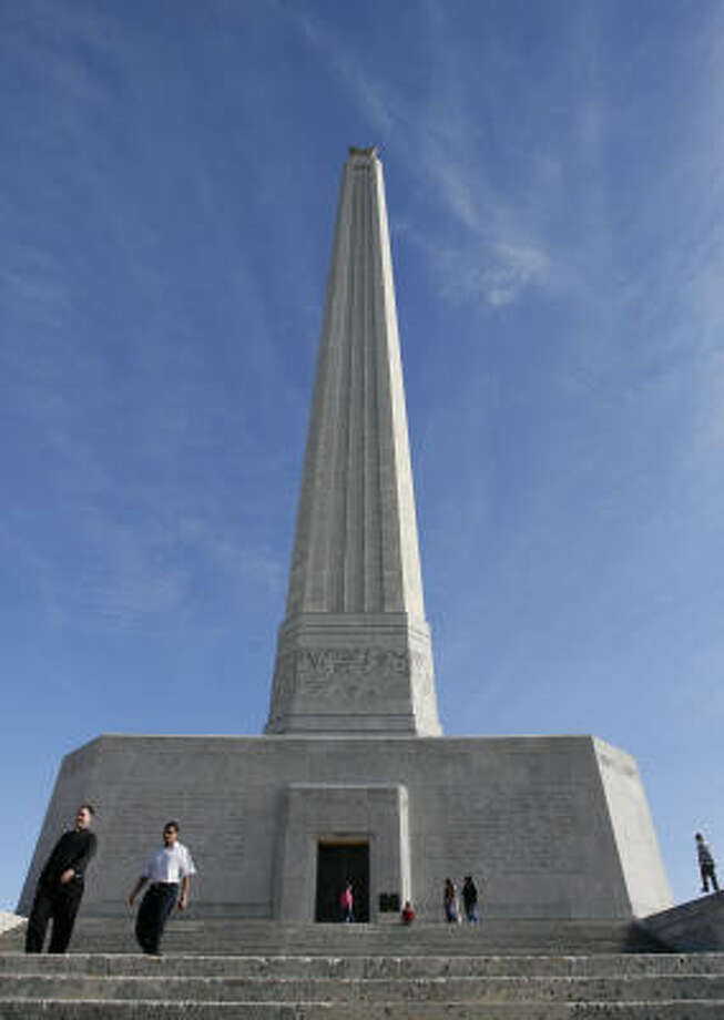 Patrons of the San Jacinto Museum of History walk around the huge San Jacinto Memorial Monument. Photo: Billy Smith II, CHRONICLE