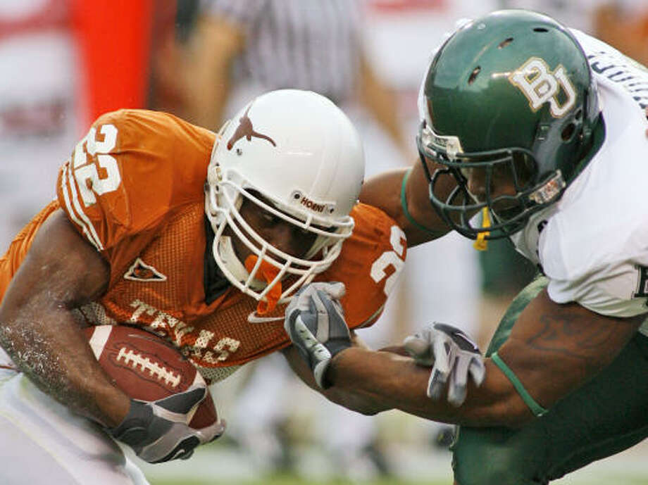 Texas running back Selvin Young ran for 50 yards on 11 carries for the Longhorns. Photo: HARRY CABLUCK, AP