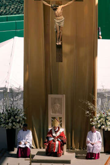 Pope Benedict XVI celebrates Mass for more than 45,000 Catholics at the new Nationals Park on Thursd