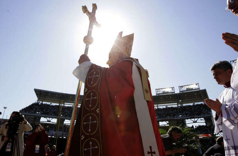 Pope Benedict XVI arrives to celebrates Mass on Thursday at Washington Nationals baseball Park in Wa