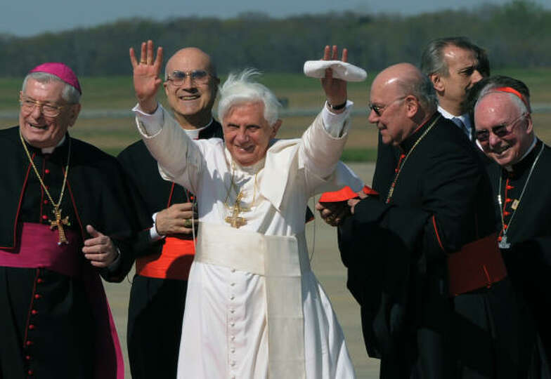 Pope Benedict XVI (C) waves upon arriving at Andrews Air Force Base, Maryland, outside Washington on