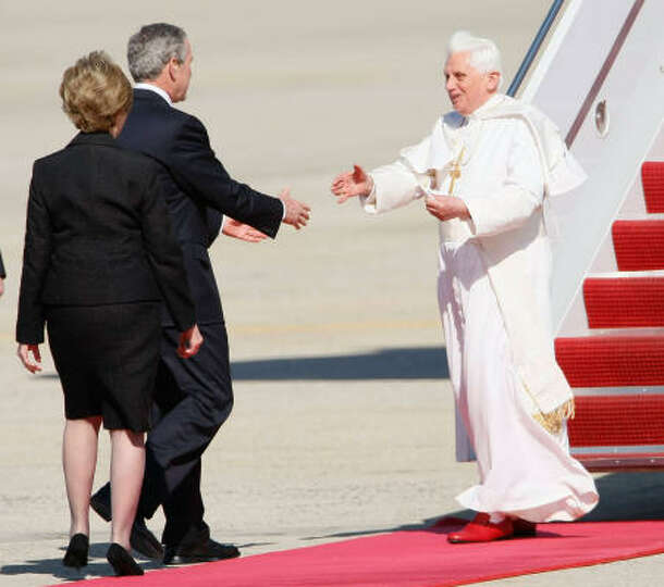 Upon his Tuesday arrival in the United States at Andrews Air Force Base in Maryland, Pope Benedict X