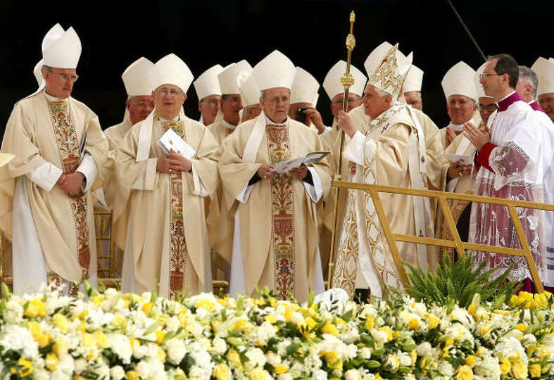 Pope Benedict XVI (2R) arrives on Sunday to celebrate Mass at Yankee Stadium in the Bronx borough of