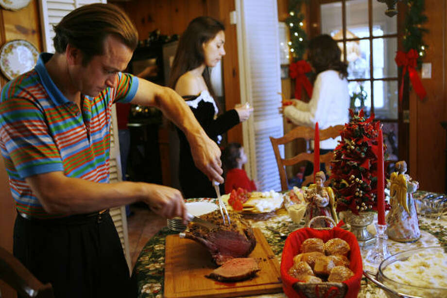 El Tiempo chef Domenic Laurenzo carves up his mother's rib roast for a family feast. Photo: Kevin Fujii, Chronicle