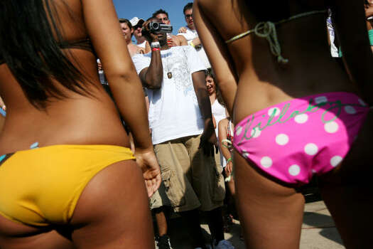 "the ""booty shaking"" contest at the MTV Beach Bash party is in full swing. Photo: Rick Gershon, Getty Images"