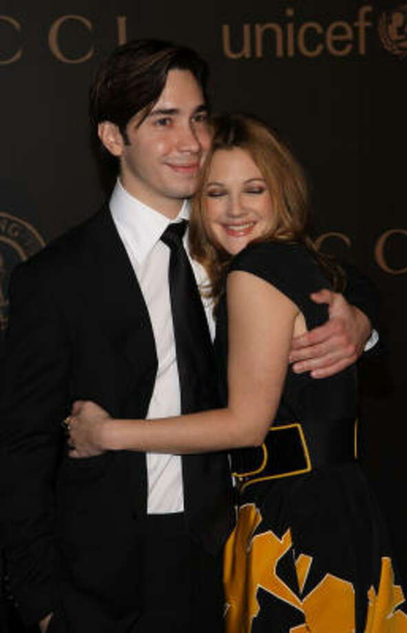 Justin Long and Drew BarrymoreJustin Long and Drew Barrymore's had an on again-off again relationship. The two starred in the 2010 rom-com 'Going the Distance,' but alas, it looks like their love couldn't go the distance. Drew Berrymore is expecting her second child with husband Will Kopelman.  Photo: Stephen Lovekin, Getty Images For IMG