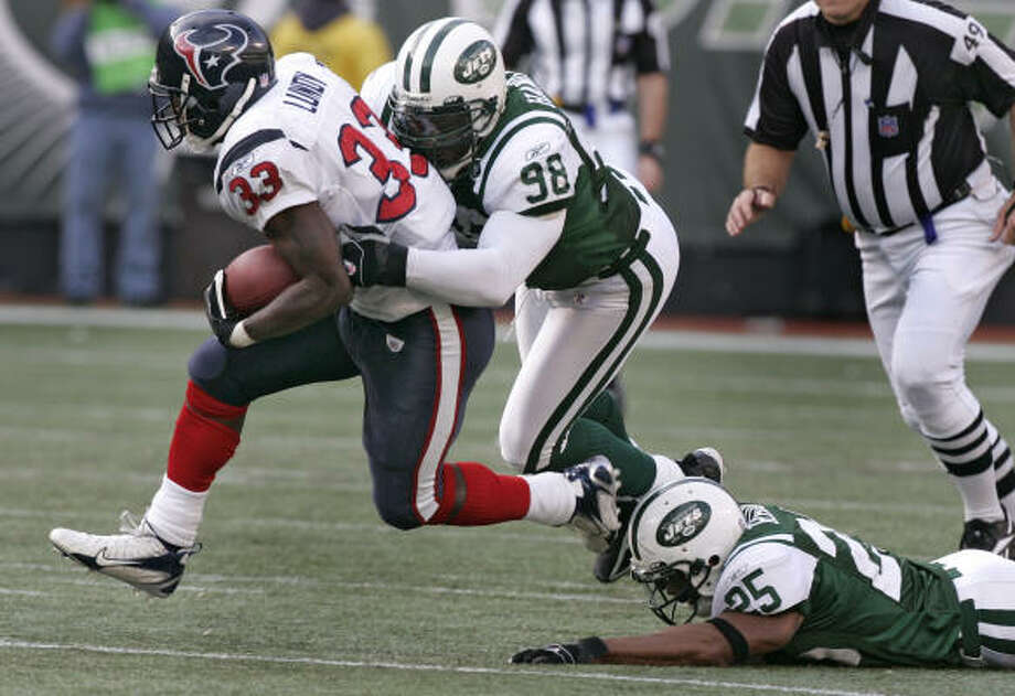 New York's Bobby Hamilton (98) and Kerry Rhodes chase down Texans running back Wali Lundy. Photo: BRETT COOMER, CHRONICLE