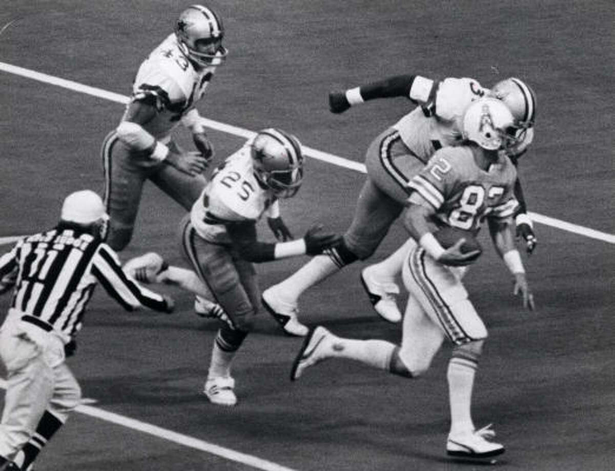 Nov. 2, 1979 Oilers 30, Cowboys 24, Texas Stadium Bum Phillips' Luv Ya Blue Oilers rallied from a 21-10 deficit to trail 24-23 in the fourth quarter when Dan Pastorini threw a 32-yard touchdown pass to Kenny Burrough to win the game. Pastorini threw two touchdown passes. Earl Campbell ran 33 times for 195 yards and two touchdowns. The defense intercepted Roger Staubach twice and limited running back Tony Dorsett to 54 yards rushing. Both teams finished 11-5.