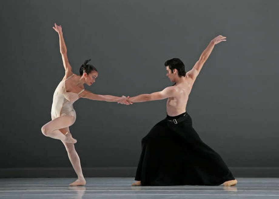 Houston Ballet's Amy Fote and Conner Walsh dance Hans van Manen's Grosse Fuge. Photo: Amitava Sarkar, Houston Ballet