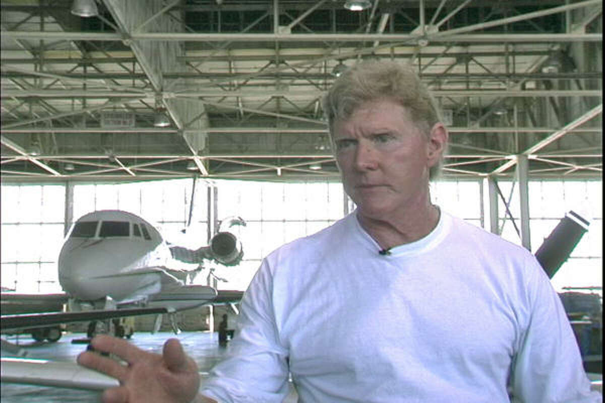 Mickey Munday describes flying more than 10 tons of cocaine from Columbia to the United States, in Cocaine Cowboys.