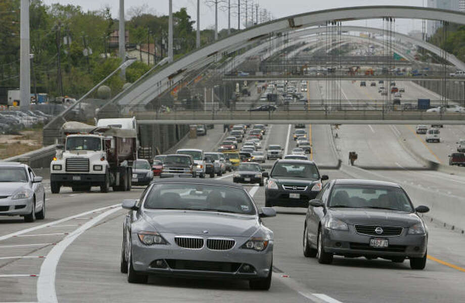 The average Houston commute climbed 1.3 minutes between 2002 and last year. Photo: BEN DESOTO, Chronicle File