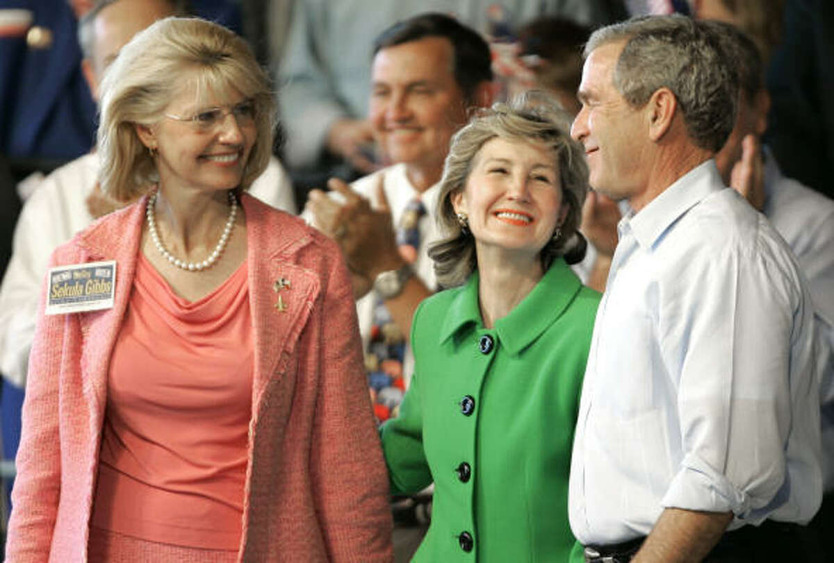 Sen. Kay Bailey Hutchison, center, mingles with President George Bush and District 22 candidate Shelley Sekula-Gibbs during Bush's visit to Sugar Land on Monday. Hutchison is favored by 61.1 percent of likely voters in her quest for a third full Senate term, a Houston Chronicle-KHOU-TV poll indicates.