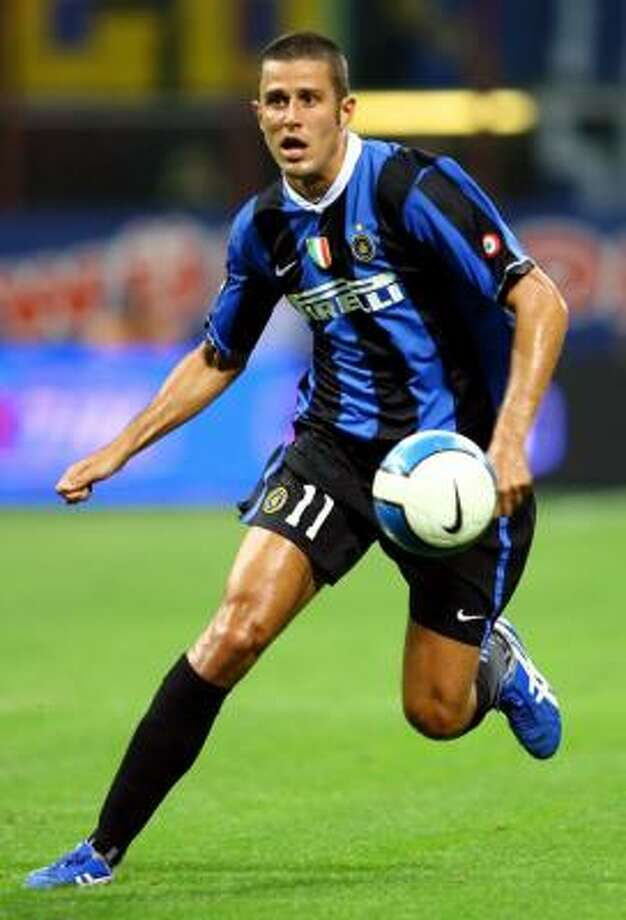 Fabio Grosso's Inter Milan is now among the contenders to win the Italian championship. Photo: GIAMPIERO SPOSITO, REUTERS