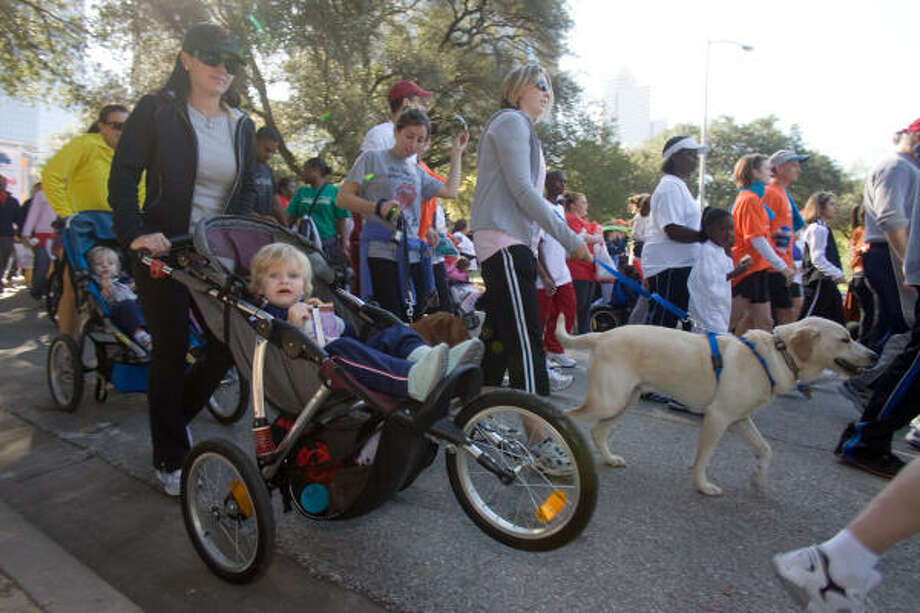 It was estimated that a total of 12,000 people took part in the American Heart Association's Heart Walk on Nov. 4. Photo: R. Clayton McKee, For The Chronicle