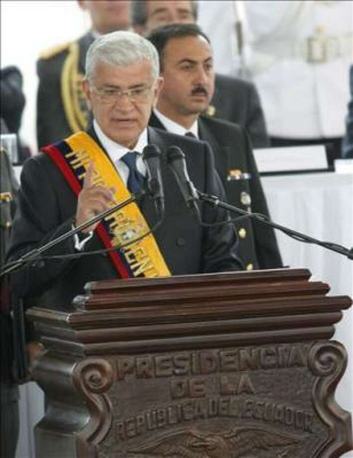 El presidente ecuatoriano Alfredo Palacio lee el informe anual a la Nación en el Palacio de Cristal del Itchimbia el 15 de enero de 2006 en Quito. AFP PHOTO/Rodrigo BUENDIA Photo: RODRIGO BUENDIA, AFP