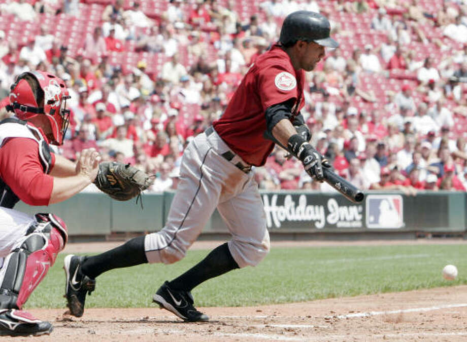 Willy Taveras extended his hit streak to 29 games and is hitting .344 during his streak. Photo: DAVID KOHL, AP