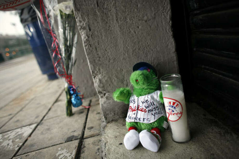 A stuffed toy bears a message of grief for Yankees pitcher Cory Lidle outside Yankee Stadium today in the Bronx borough of New York. Photo: JASON DECROW, AP