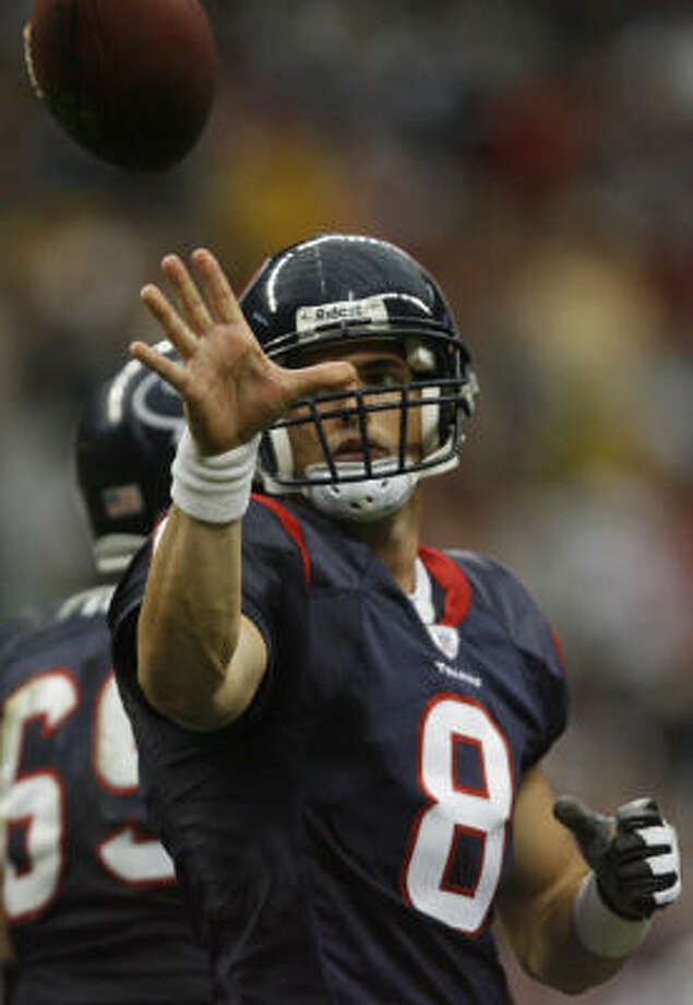Texans quarterback David Carr, pitched the ball to an official after taking a knee in the final moments of the fourth quarter. Unfortunatly for him, it was the last chance he would have to get his hands on the football. Photo: Kevin Fujii, Chroncile