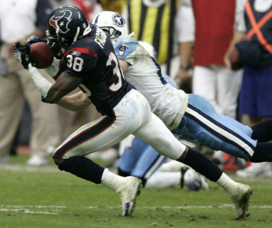 Texans cornerback Demarcus Faggins made Titans QB Vince Young pay for an errant pass. Photo: BRETT COOMER, CHRONICLE