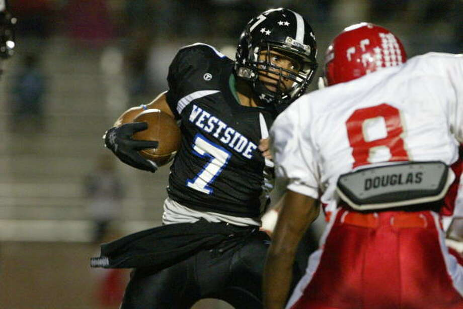 DOWNFIELD RUNNER: Westside's Semaj Washington was a one-man wrecking crew against MacArthur last week, running 28 times for 262 yards and a touchdown. Photo: Matthew White, For The Chronicle
