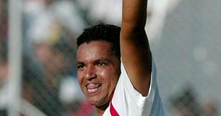 Olimpia's Rony Morales celebrates after scoring during their Honduran league championship final. Photo: TOMAS BRAVO, REUTERS