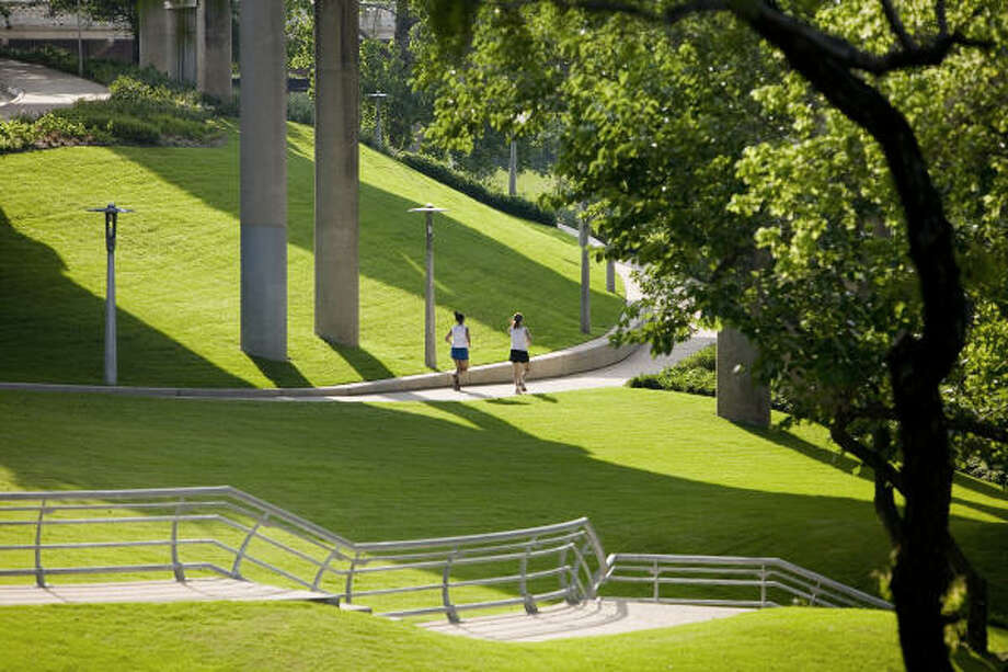 The Sabine to Bagby Waterfront Park features hike-and-bike trails on both side of Buffalo Bayou. Photo: Tom Fox