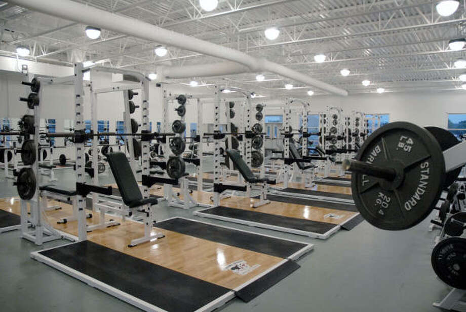 Strake Jesuit's new Athletic Center features a state-of-the-art weight-training facility. Photo: TIM JOHNSON, For The Chronicle