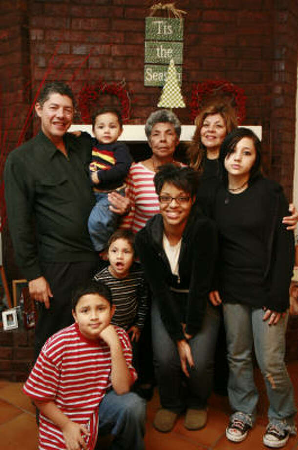 Merari Pryor, back right, with her family, clockwise from back left, Ernest Ramirez; Jeffery Ramirez, 2; Ida Ramirez; Jazmine Ramirez, 12; Visuewelle Pryor, 15; Jada Ramirez, 4; and Jacob Ramirez, 10. Photo: James Nielsen, Chronicle