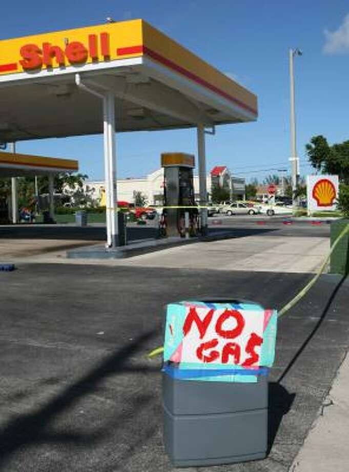 A gas station in Fort Lauderdale runs out of gas as Ernesto threatens to make landfall in Florida tonight. Photo: REUTERS