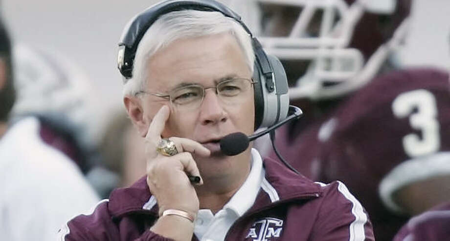 Texas A&M coach Dennis Franchione said the team's near loss to Army will be beneficial. Photo: DAVID J. PHILLIP, AP