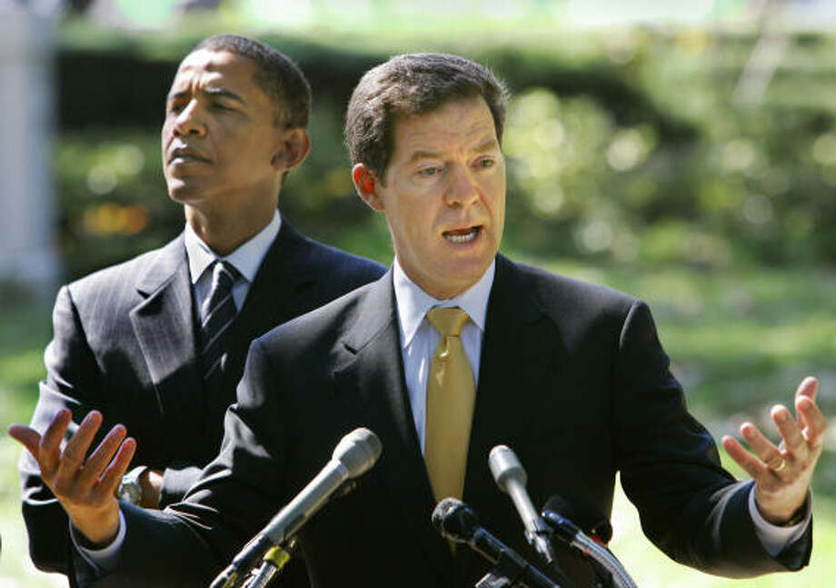 Sen. Sam Brownback, R-Kan., right, shown with Sen. Barack Obama, D-Ill., at a September news conference, took the first step toward seeking the 2008 GOP presidential nomination on Monday. Photo: J. SCOTT APPLEWHITE, AP File
